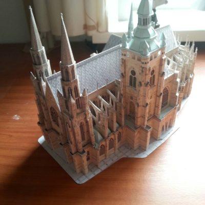 Papieren kathedraal
